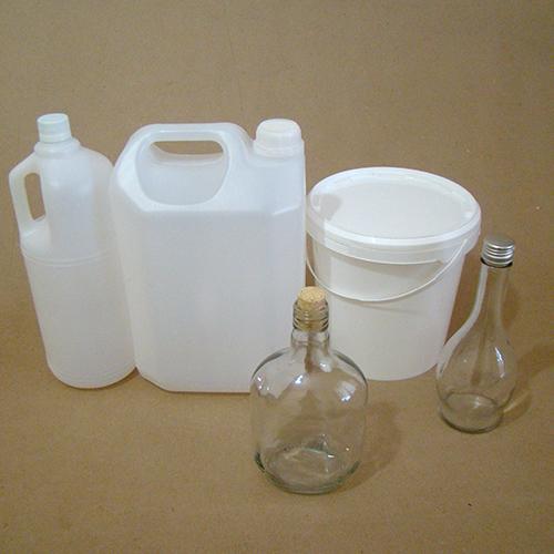 Bombonas, baldes e garrafas